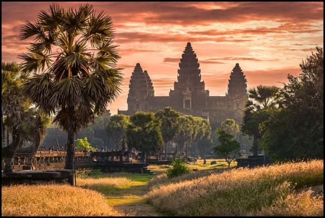 SALIDAS GRUPALES A VIETNAM, CAMBOYA Y PLAYA DE KOH RONG - Viajes Exoticos